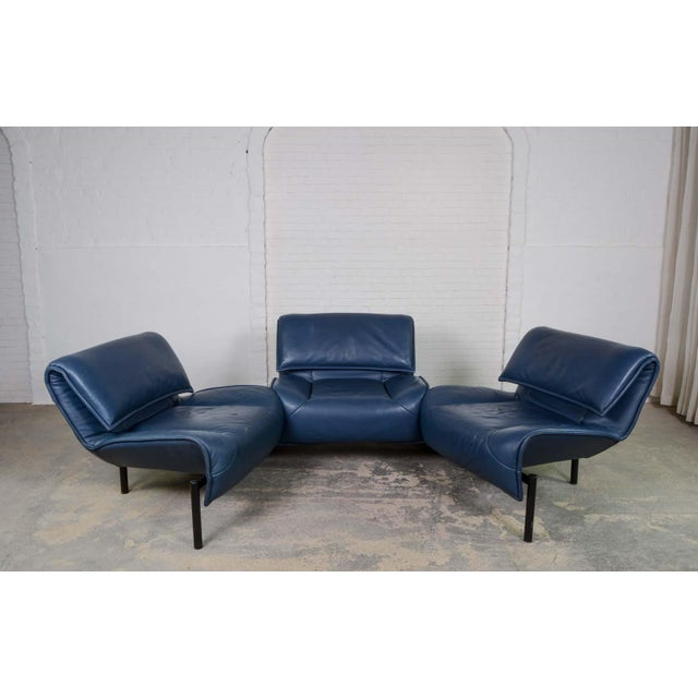 This beautiful crisp deep navy blue leather adjustable 3-seat sofa is designed by Vico Magistretti for Cassina. It...
