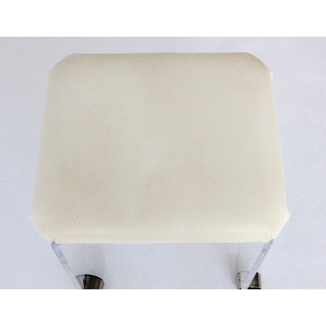 Vintage Lucite and Leather Rolling Stool For Sale In New York - Image 6 of 9