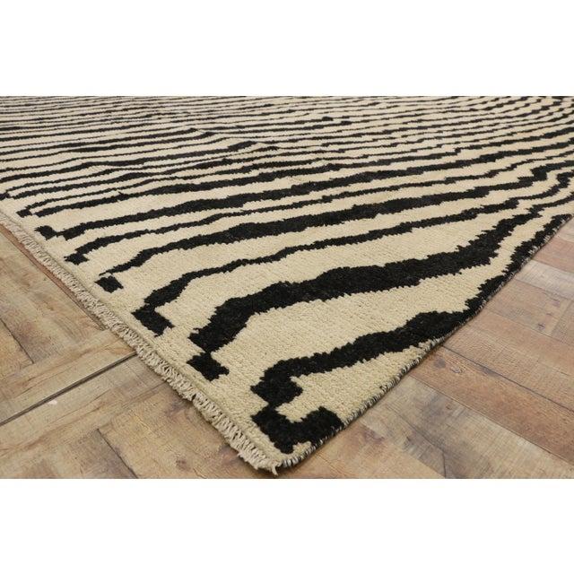 Contemporary Moroccan Area Rug- 10′3″ × 13′10″ For Sale In Dallas - Image 6 of 10