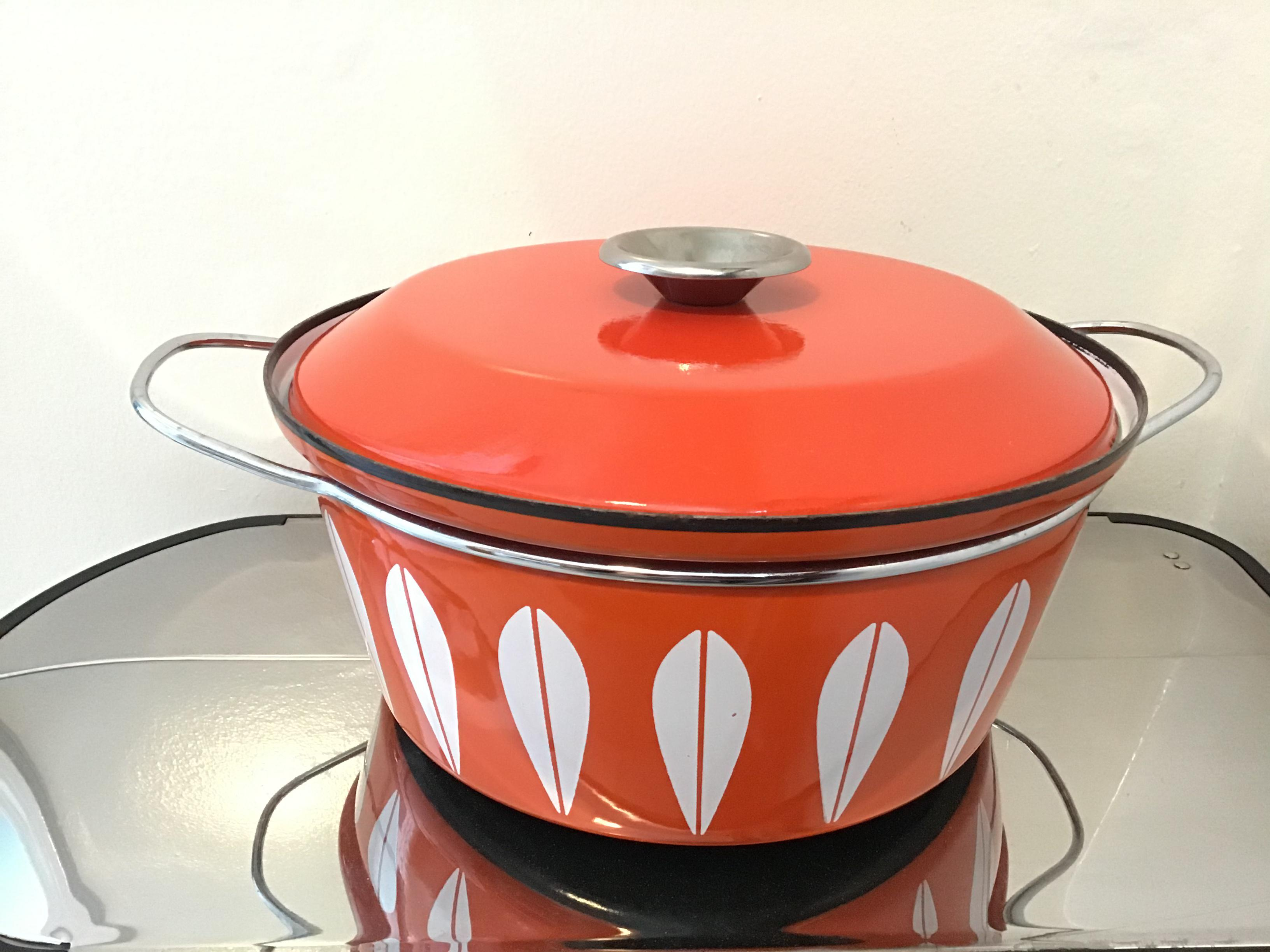 Cathrineholm Lotus Norway Red and White Enamel Dutch Oven 7.5  1960s VINTAGE by Plantdreaming