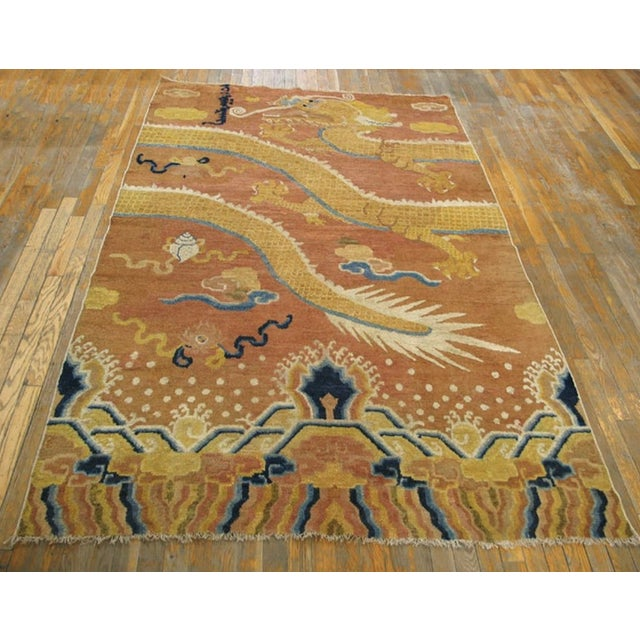 Antique Ningxia Pillar Carpet with an ivory background.