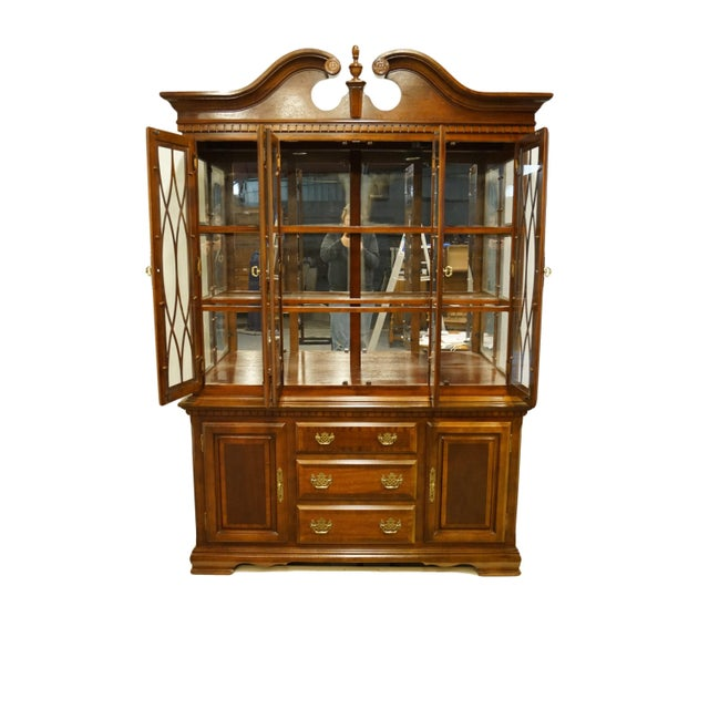 Universal Furniture 1990s Chippendale Universal Furniture Illuminated Display China Cabinet For Sale - Image 4 of 13