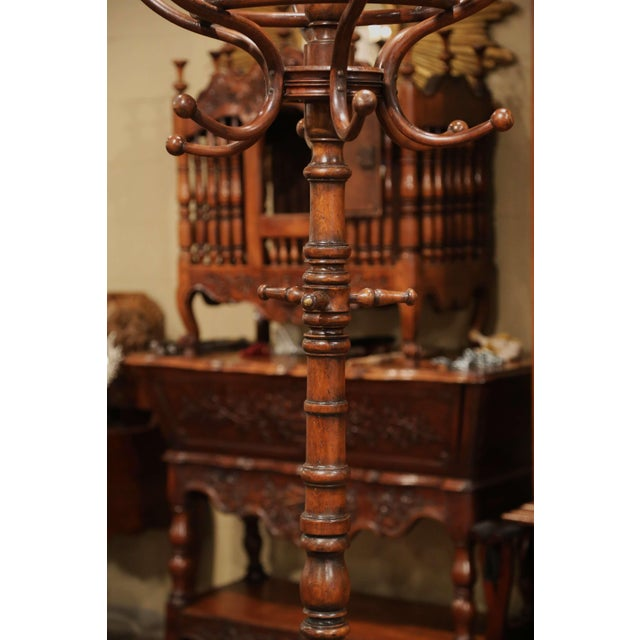 """Early 20th Century Early 20th Century Carved Bentwood Swivel """"Perroquet"""" Coat Stand Thonet Style For Sale - Image 5 of 8"""