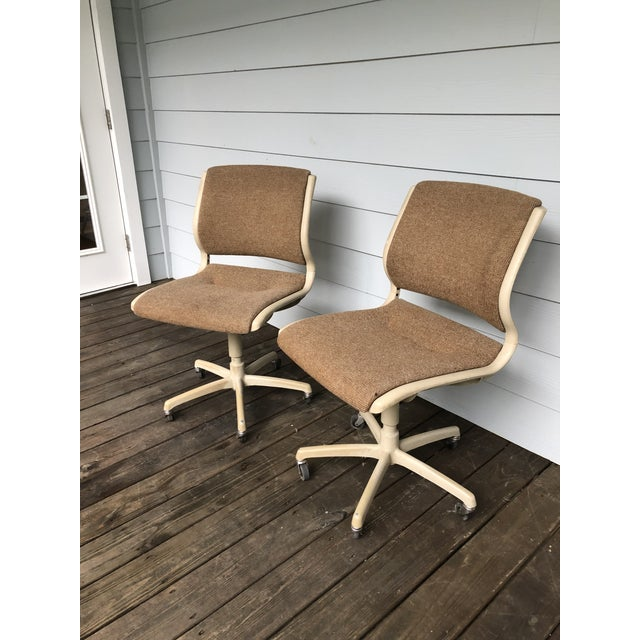 Brown Vintage Steel Case Knoll Inspired Teed Chairs a Pair For Sale - Image 8 of 8