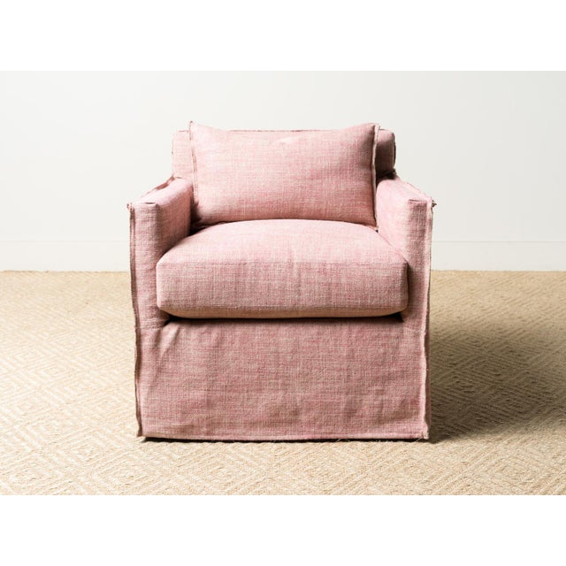 Slipcovered swivel chair Fabric: Formentera (A) 75% Linen, 15% Acetate, 8% Nylon, 2% Polyester Closed inside out stitch...