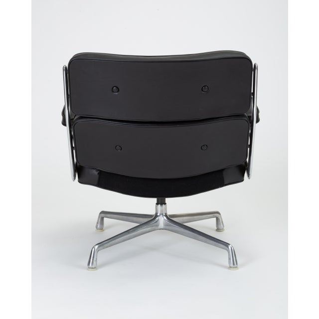 Aluminum Black Leather Time Life Lobby Chair by Ray and Charles Eames for Herman Miller For Sale - Image 7 of 13