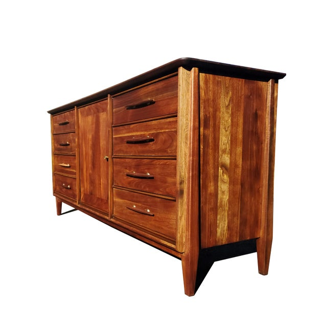 1950s Mid-Century Modern Dresser - Credenza - Sideboard by Davis Cabinet Company For Sale - Image 5 of 11
