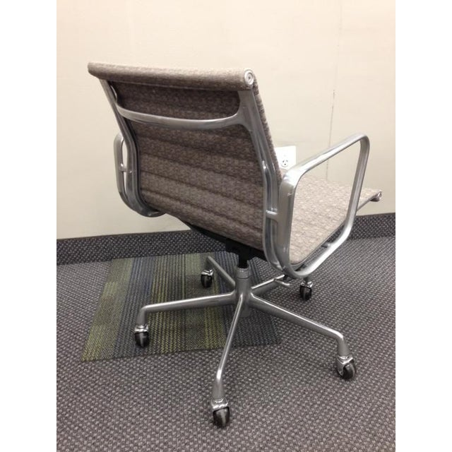 Eames Taupe Aluminum Group Chair - Image 3 of 5