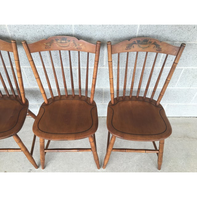 British Colonial L. Hitchcock Maple Harvest Stonington Windsor Side Chairs - Set of 4 For Sale - Image 3 of 11