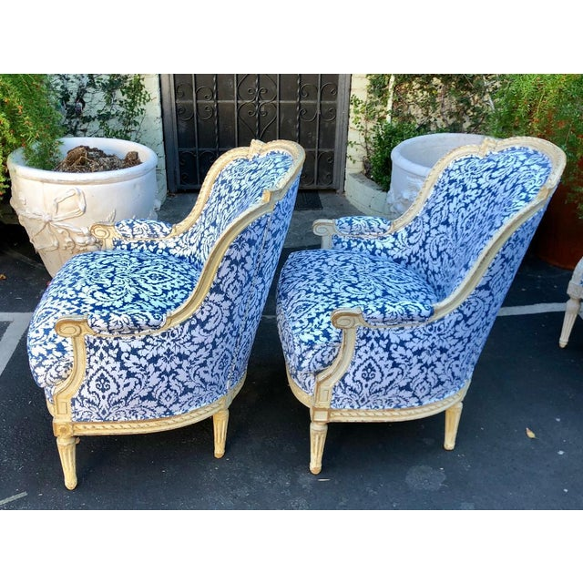 French Pair of Antique French Louis XV Style Bergere Chairs W Blue & White Damask For Sale - Image 3 of 6