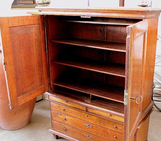 Superbe Americana Mahogany Linen Press Cabinet For Sale   Image 3 Of 4