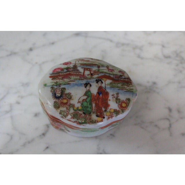 Mid 19th Century Antique Japanese Porcelain Box For Sale - Image 4 of 6