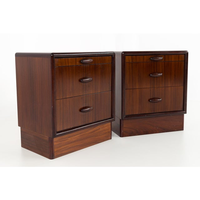 Brown Dyrlund Rosewood Mid Century Queen Bed With Matching Nightstands For Sale - Image 8 of 13