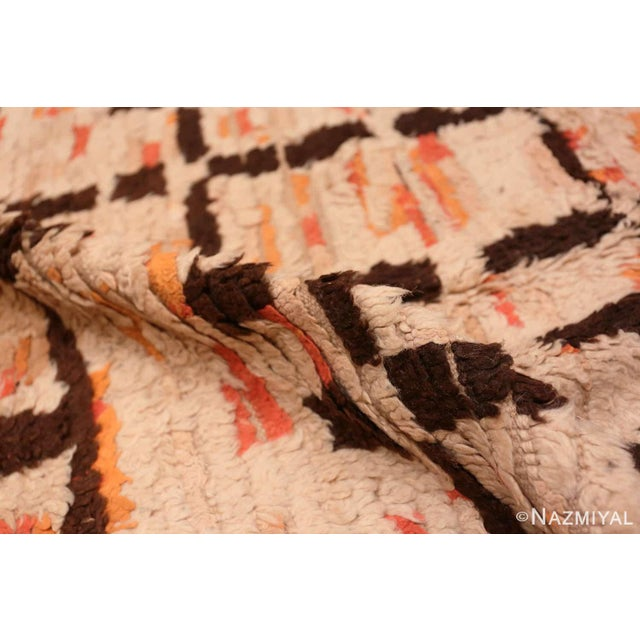 Mid 20th Century Vintage Moroccan Rug - 4′8″ × 9′2″ For Sale - Image 5 of 7