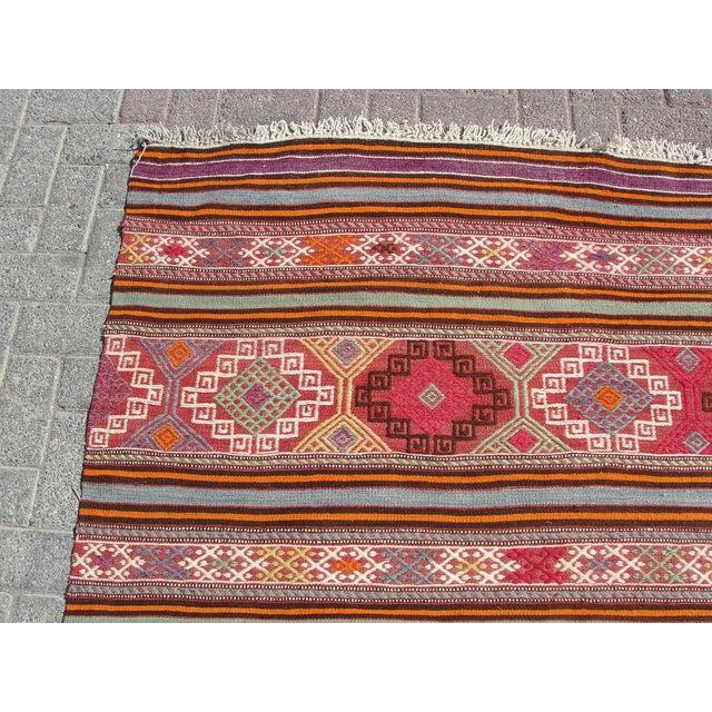 "Vintage Turkish Kilim Rug - 5'5"" x 8'7"" For Sale - Image 4 of 11"