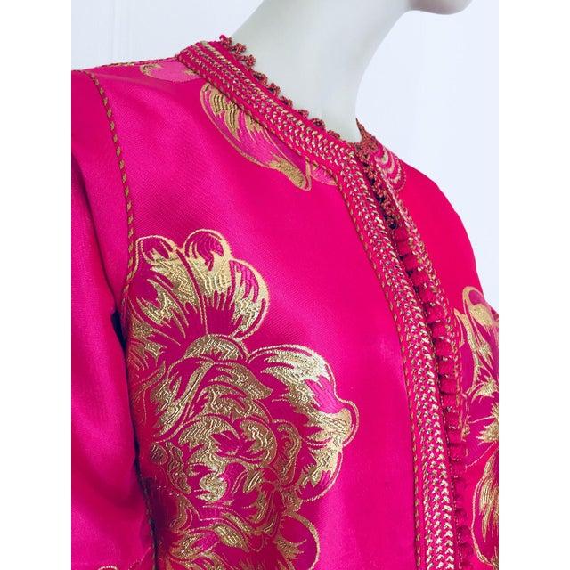 Vintage Designer Moroccan Caftan, Metallic Brocade Kaftan With Pink and Gold For Sale - Image 9 of 13