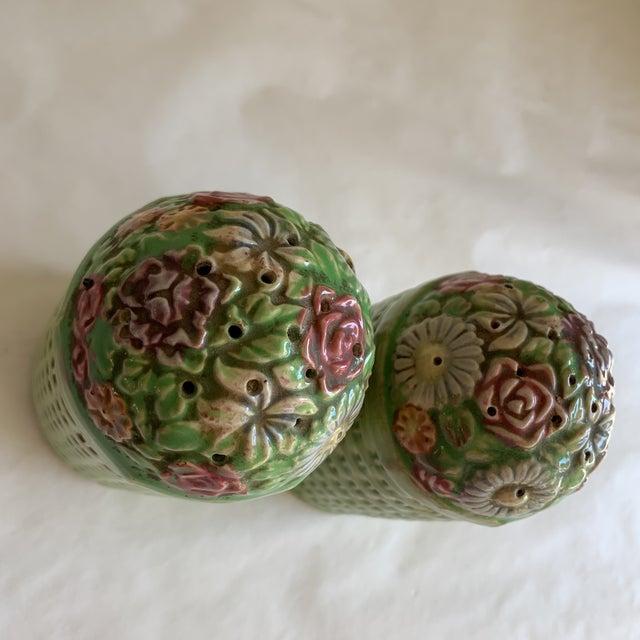 Green Large Vintage Floral Ceramic Salt & Pepper Shakers, a Pair For Sale - Image 8 of 10