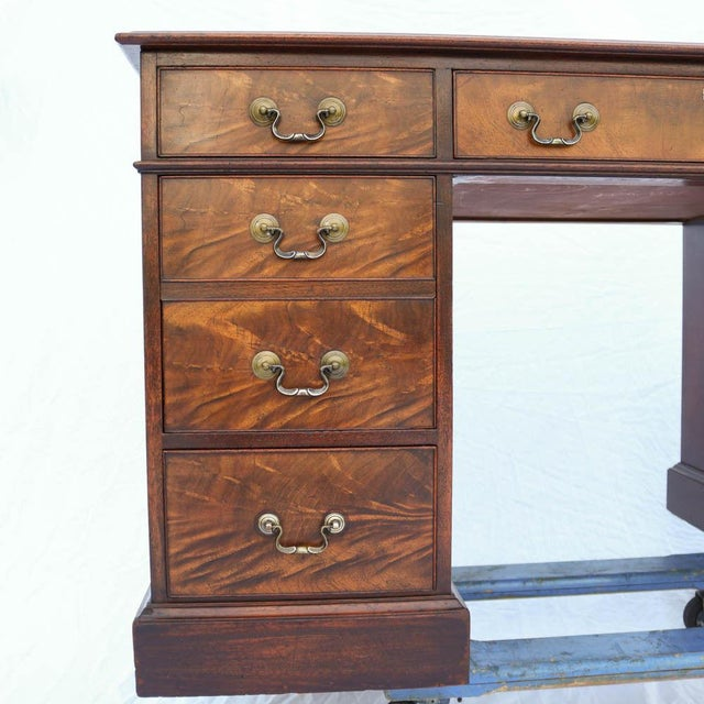 Beacon Hill Georgian Style Mahogany Pedestal Desk - Image 4 of 11