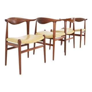 Set of Four Hans Wegner Cow Horn Chairs in Teak and Rosewood For Sale