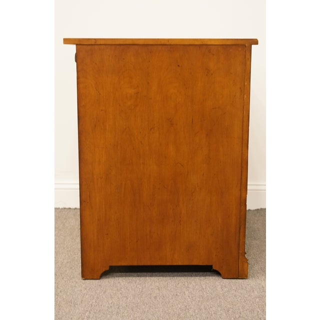 """20th Century Traditional Sligh Furniture the Ellis Line 32"""" Office Storage File Cabinet For Sale - Image 11 of 13"""