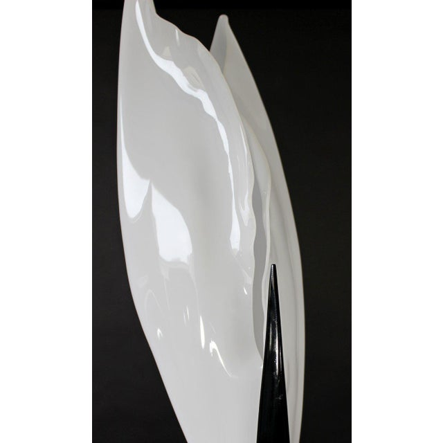 Contemporary Modern Black & White Acrylic Flower Table Lamp, 1980s For Sale In Detroit - Image 6 of 8