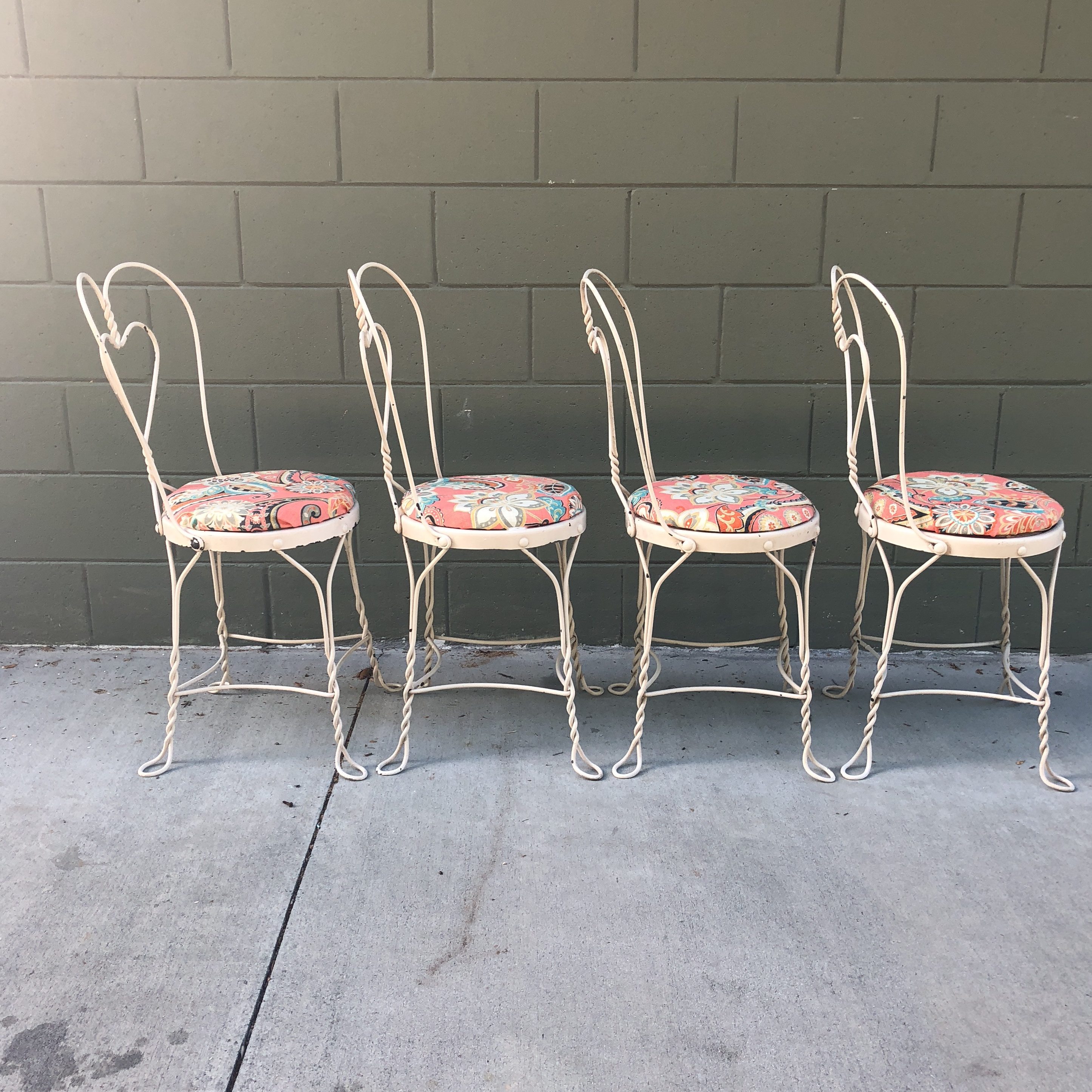 Vintage Set Of 4 Metal Ice Cream Parlor Chairs. Just The Right Amount Of  That