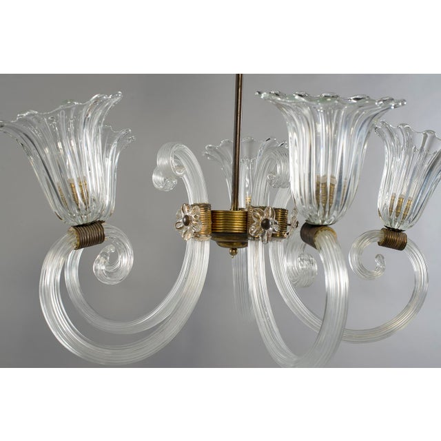 1940s Ercole Barovier Art Deco Clear Blown Glass Chandelier With Brass Fittings For Sale - Image 5 of 8
