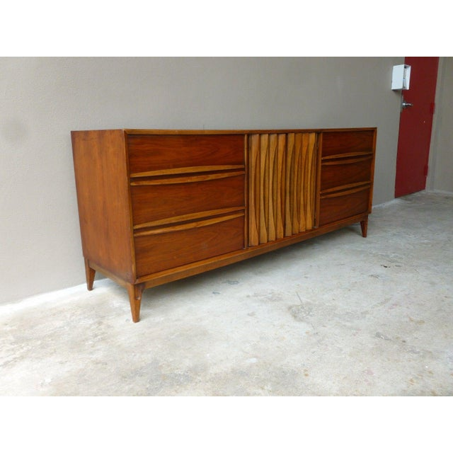 1950s Vintage Danish Modern Style Credenza/Chest For Sale In Miami - Image 6 of 13