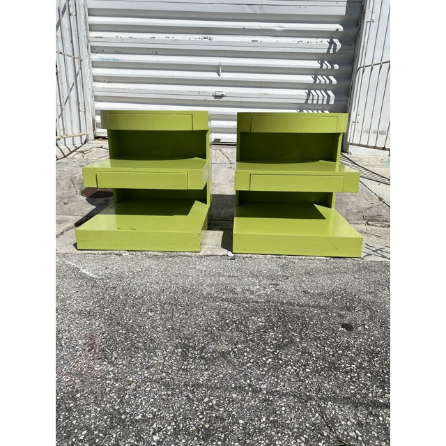 Artdeco Style Side Tables Ore Nightstands in Apple Green Color a Pair. For Sale In Miami - Image 6 of 6