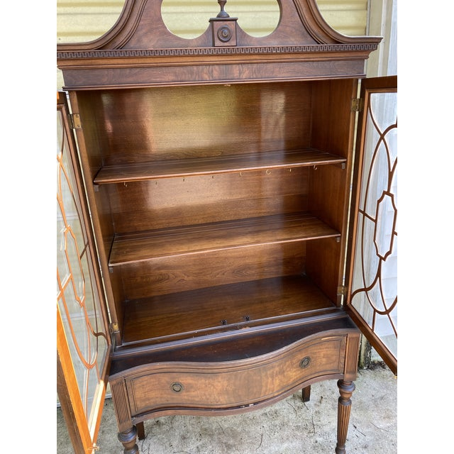 Thomas Chippendale Vintage Mahogany Chippendale Curio Display Cabinet For Sale - Image 4 of 13