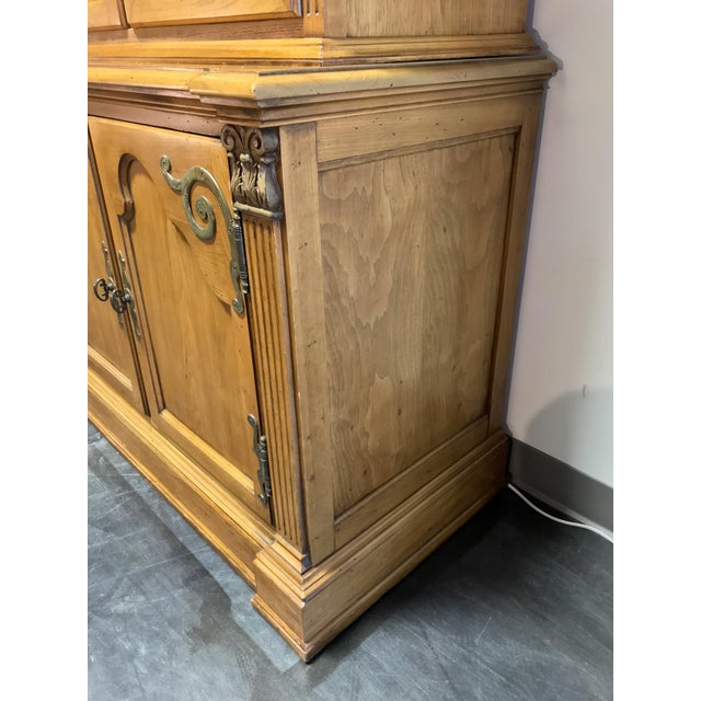 English Country Style China Display Cabinet by Hickory Manufacturing Wexford Court For Sale In Charlotte - Image 6 of 13
