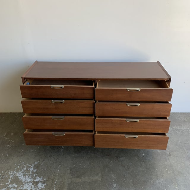 Mid Century Walnut Dresser by Broyhill For Sale In Los Angeles - Image 6 of 13