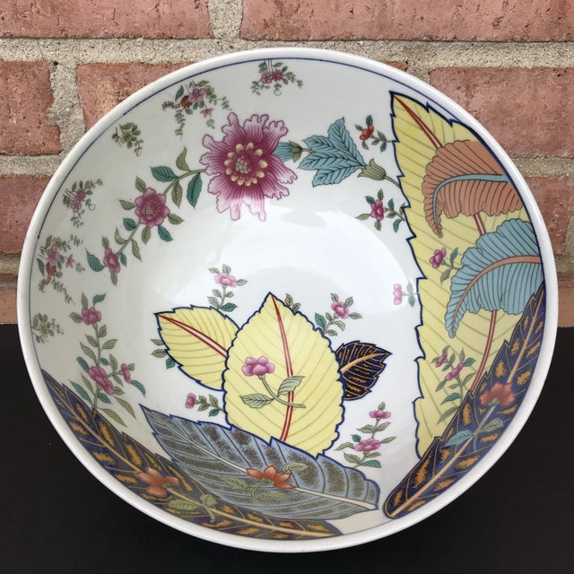 Chinoiserie 1970s Vintage Tobacco Leaf Large Porcelain Serving Bowl For Sale - Image 3 of 11