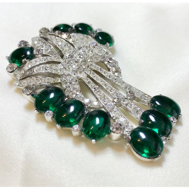 Coro 1930s Coro Emerald Green Cabochon & Rhinestone Brooch/Clip For Sale - Image 4 of 6