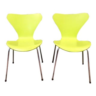 1990s Vintage Arne Jacobson Model 3107 Moulded Plywood Chairs- A Pair For Sale