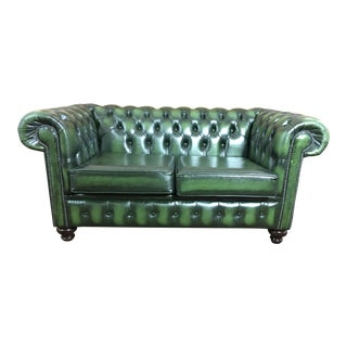 Vintage 20th Century English Traditional Green Leather Chesterfield 2 Seat Sofa For Sale