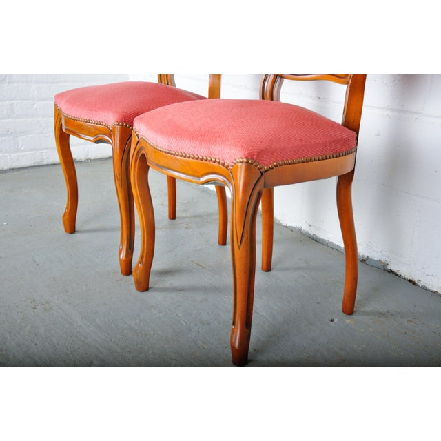 1950s Pair of Vintage French Louis XV Maple Dining Chairs W/ Off-Red Herringbone Wool Upholstery For Sale In New York - Image 6 of 13