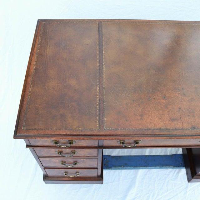 Beacon Hill Georgian Style Mahogany Pedestal Desk - Image 3 of 11