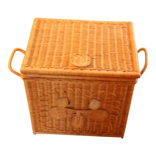 1970s Vintage Wicker Laundry Basket For Sale