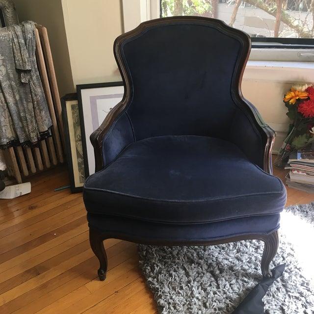 Fogle Furniture Co Navy Velvet Arm Chair - Image 2 of 6