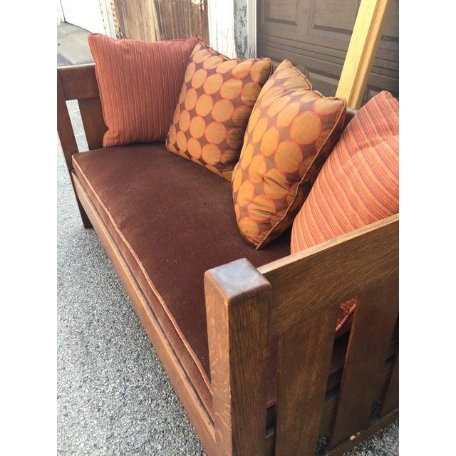 Red Arts & Crafts 1900's Phoenix Furniture Company Oak & Velvet Settle For Sale - Image 8 of 11