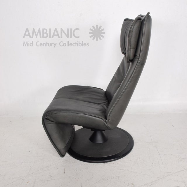 For your consideration a pair of Contura Zero Gravity Recliner Chair by Modi, Hjellegjerde. Dark green leather. Measure:...