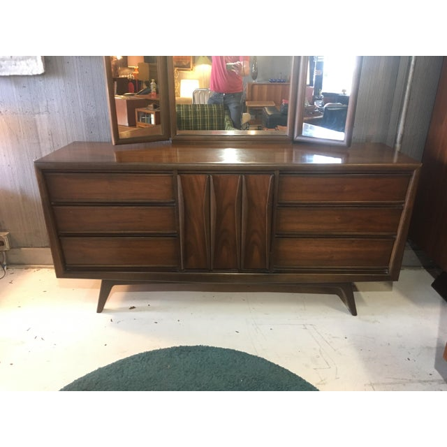 Mid-Century Modern 1960s Mid-Century Modern United Furniture Lowboy Dresser With Trifold Mirror - 2 Pieces For Sale - Image 3 of 8