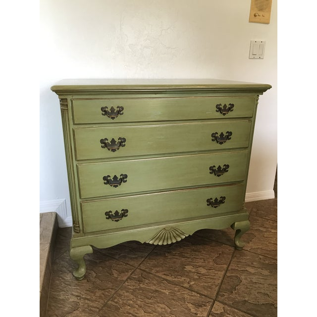 1960s Vintage Queen Anne Coastal Farmhouse Chest of Drawers For Sale - Image 13 of 13