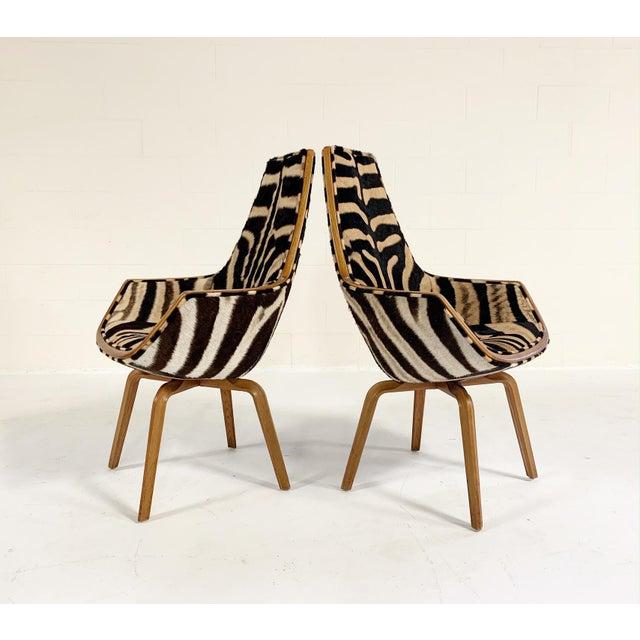 Rare Arne Jacobsen for Fritz Hansen Giraffe Chairs Restored in Zebra Hide - Pair For Sale - Image 11 of 11