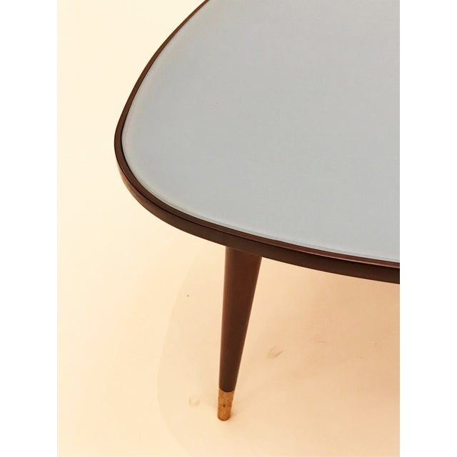 1950s Osvlado Borsani Stained Mahogany and Blue Glass Triangular Cocktail Tables - a Pair For Sale In New York - Image 6 of 8