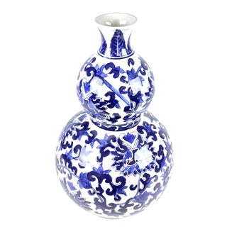 Chinese Porcelain Blue and White Modern Floral Gourd Vase For Sale