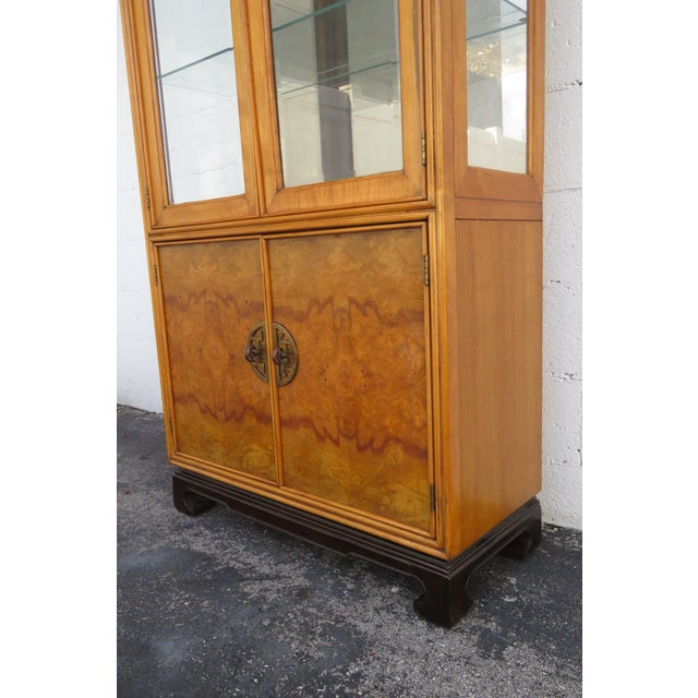 American of Martinsville Hollywood Regency China Display Cabinet Cupboard 2397 For Sale - Image 10 of 13