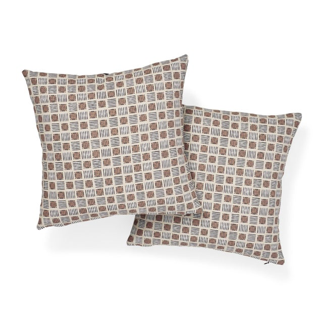 Contemporary Contemporary Schumacher Mottley Grid Pillow in Wren - 16ʺW x 16ʺH For Sale - Image 3 of 5