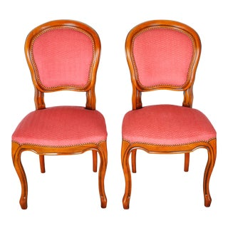 1950s Pair of Vintage French Louis XV Maple Dining Chairs W/ Off-Red Herringbone Wool Upholstery For Sale
